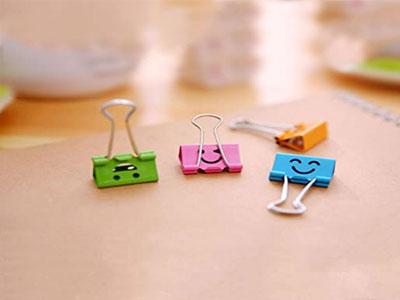 Medium-metal-paper-clips